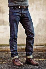 темные джинсы подвернутые