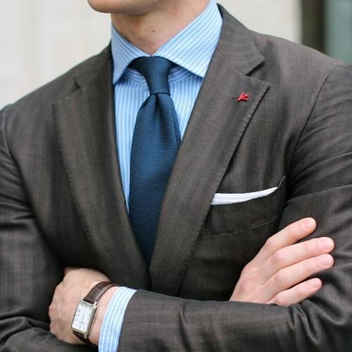 218С чем носят узкий галстук мужчине