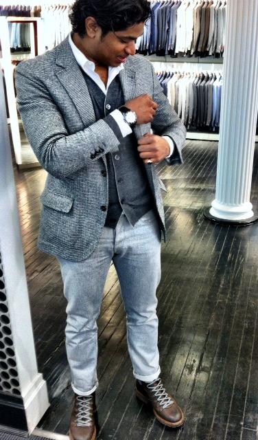 коричневая обувь со светлыми джинсами