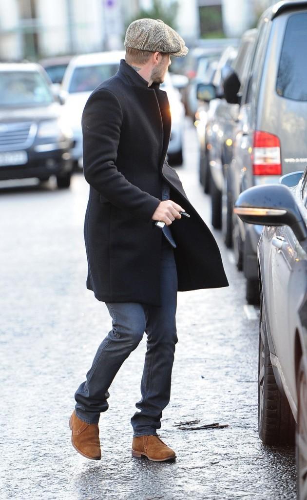 коричневые ботинки с черным верхом