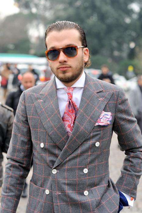 нагрудный платок и галстук