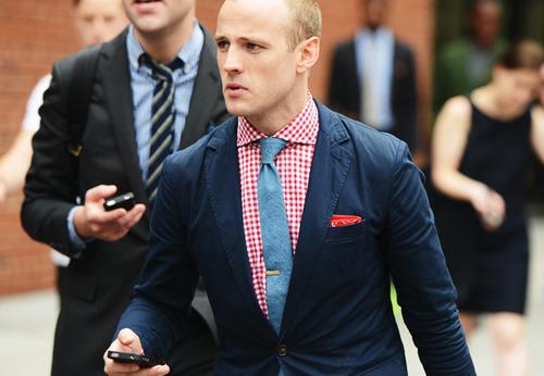 клетчатая рубашка с однотонным галстуком