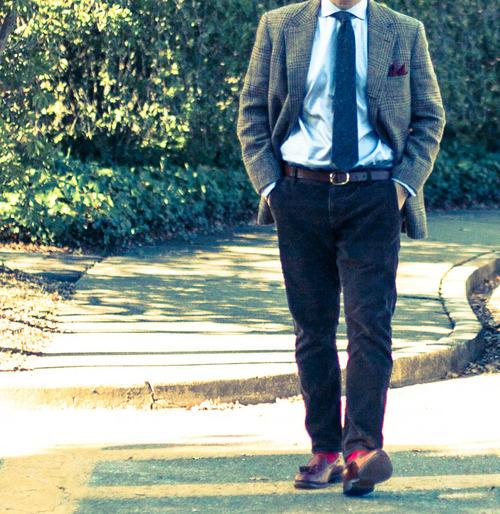 яркие красные носки