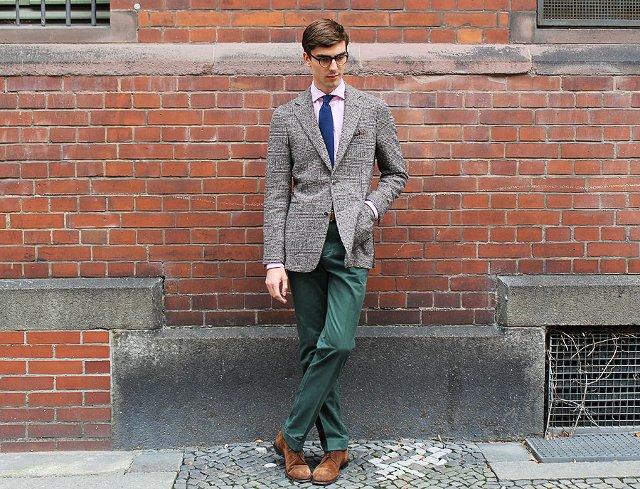 контраст между брюками и пиджаком