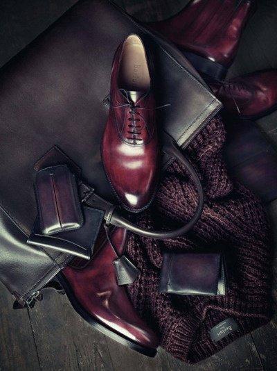 темно-бордовая патина на обуви