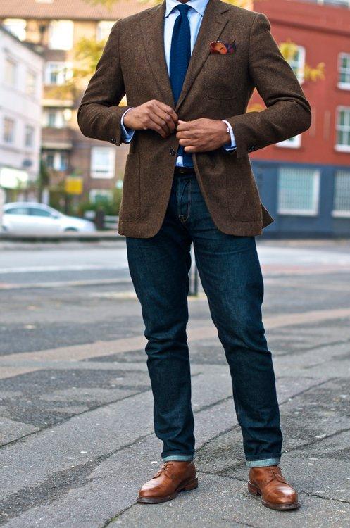 галстук и джинсы