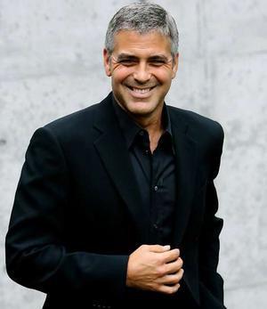 Клуни - черная рубашка и пиджак