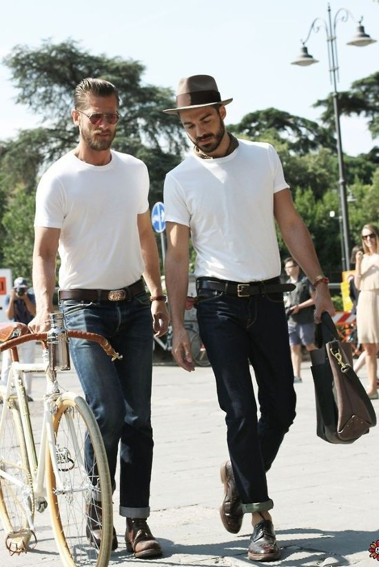 Футболка с джинсами