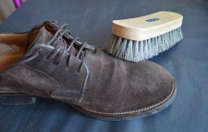 Чистка замшевой обуви - удаление поверхностных загрязнений