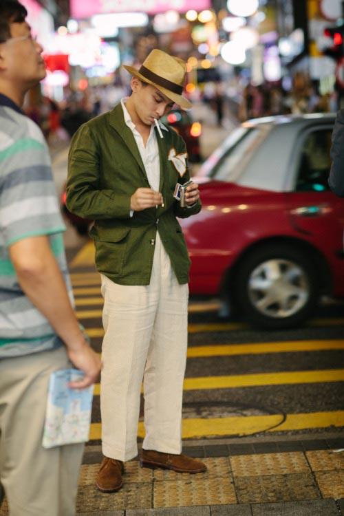Пиджак-Теба---сочетание-со-светлыми-брюками-и-коричневыми-замшевыми-ботинками