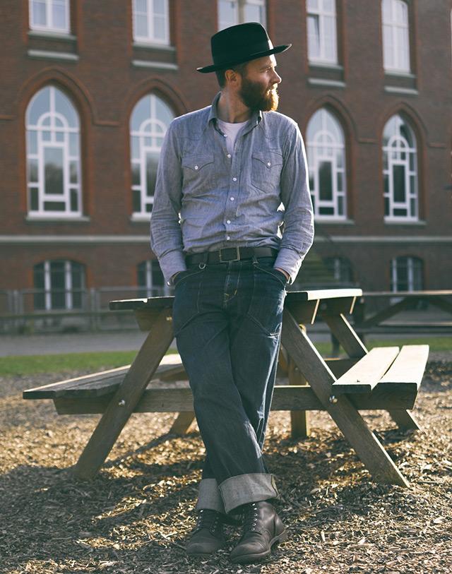 Широко-подвернутые-джинсы
