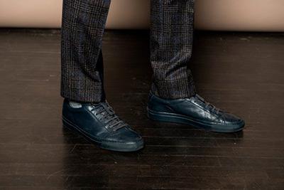 Черные-кроссовки-с-костюмом