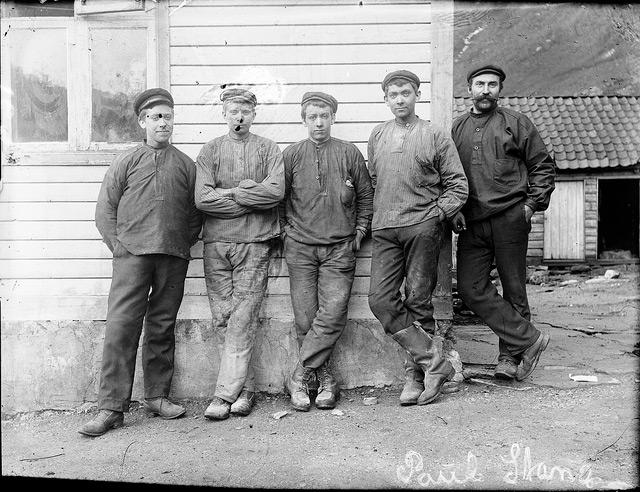 Рабочие алюминиевой фабрики в Норвегии, 1908 г.