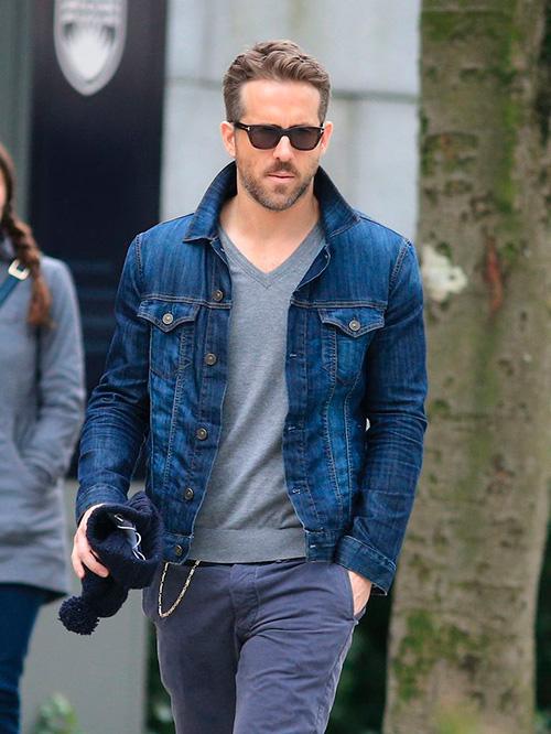 мужская-джинсовая-куртка-с-футболкой