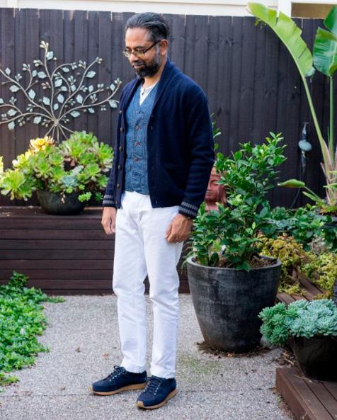 Белые-джинсы-с-кроссовками