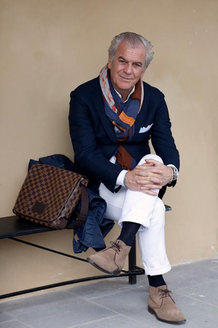 Белый-платок-в-кармане---белые-брюки