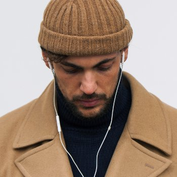 Мужская вязаная шапочка