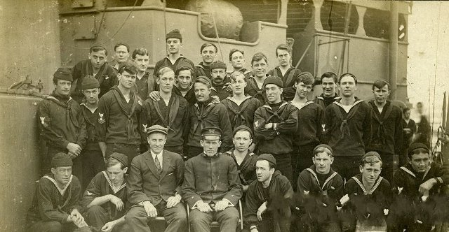 Large group of sailors pose on deck. 1933 год