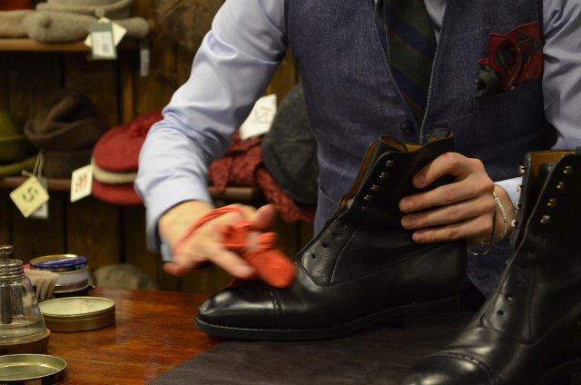 Зимний уход за обувью - обработка жиром