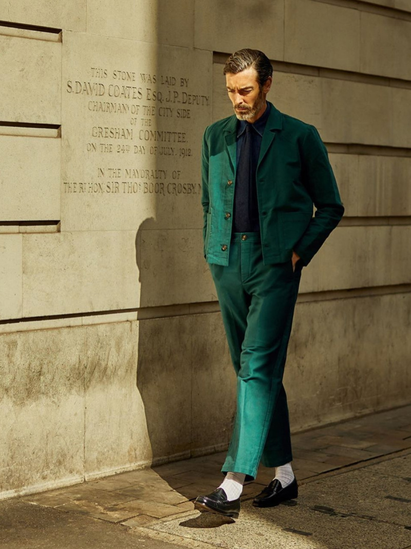 Richard Biedul зеленый костюм